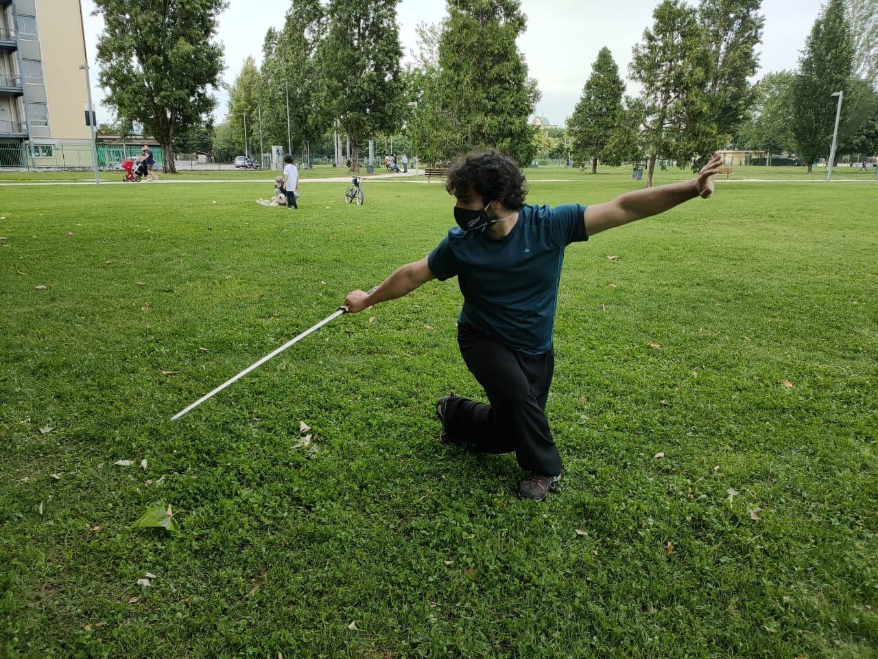 Kung Fu - Allenamento con la spada (jian) al parco